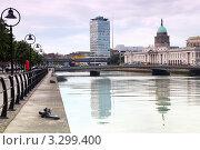 Купить «Городской пейзаж, набережная реки Лиффи с мостами, Дублин», фото № 3299400, снято 12 июня 2010 г. (c) Losevsky Pavel / Фотобанк Лори