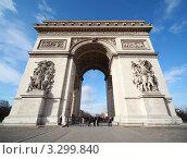 Купить «Люди около Триумфальной арки, париж, Франция», фото № 3299840, снято 2 января 2010 г. (c) Losevsky Pavel / Фотобанк Лори