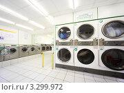 Купить «Стиральные машины в автоматической прачечной», фото № 3299972, снято 3 января 2010 г. (c) Losevsky Pavel / Фотобанк Лори
