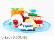 Купить «Разнообразные заводные игрушки на белом фоне», фото № 3300480, снято 28 сентября 2010 г. (c) Losevsky Pavel / Фотобанк Лори
