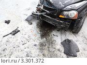 Купить «Разбитая в аварии машина», фото № 3301372, снято 13 февраля 2011 г. (c) Losevsky Pavel / Фотобанк Лори