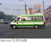 Купить «Городской пассажирский микроавтобус едет по Щелковскому шоссе. Москва», эксклюзивное фото № 3313428, снято 2 августа 2010 г. (c) lana1501 / Фотобанк Лори