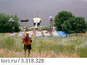 Купить «Сцена Грушинского фестиваля», фото № 3318328, снято 31 мая 2006 г. (c) Василий Козлов / Фотобанк Лори