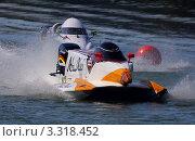 Два скоростных катера класса Формула 1 во время гонки (U.I.M.F1H2O WORLD CHAMPIONSHIP) (2011 год). Редакционное фото, фотограф Чубатов Андрей Влладимирович / Фотобанк Лори