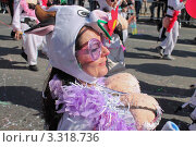 Девушка в костюме на ежегодном карнавале в Лимасоле, Кипр (2011 год). Редакционное фото, фотограф Павел Михеев / Фотобанк Лори