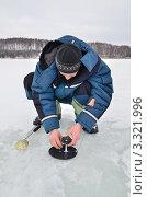 Купить «Ловля рыбы на жерлицу», эксклюзивное фото № 3321996, снято 5 марта 2012 г. (c) Елена Коромыслова / Фотобанк Лори