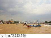 Купить «Туристические лодки на реке Чао Фрая. Наводнение в Бангкоке», фото № 3323748, снято 2 октября 2011 г. (c) Виктор Савушкин / Фотобанк Лори
