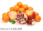 Спелые фрукты на белом фоне. Стоковое фото, фотограф Елена Иценко / Фотобанк Лори