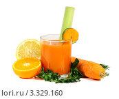 Купить «Стакан морковного сока, половинки апельсина на белом фоне», фото № 3329160, снято 3 апреля 2011 г. (c) Любовь Михайлова / Фотобанк Лори