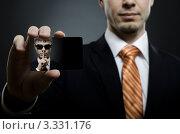 Купить «Мужчина в черном костюме держит в руке свою фотографию», фото № 3331176, снято 11 января 2012 г. (c) Алексей Многосмыслов / Фотобанк Лори