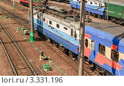 Поезда дальнего следования на запасных путях (2010 год). Редакционное фото, фотограф Алёшина Оксана / Фотобанк Лори