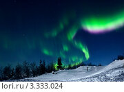 Купить «Полярное сияние в Хибинах», фото № 3333024, снято 8 марта 2012 г. (c) Надежда Щур / Фотобанк Лори