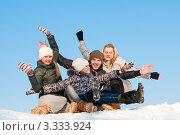 Купить «Весёлая компания молодых людей сидит на снегу на фоне голубого неба, подняв руки вверх», эксклюзивное фото № 3333924, снято 9 марта 2012 г. (c) Игорь Низов / Фотобанк Лори