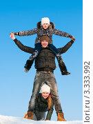 Купить «Весёлые парень с девушкой и девочка на фоне голубого неба», эксклюзивное фото № 3333992, снято 9 марта 2012 г. (c) Игорь Низов / Фотобанк Лори