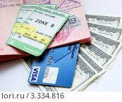 Купить «Паспорт с визами, деньги и банковская карта», фото № 3334816, снято 20 февраля 2012 г. (c) Liseykina / Фотобанк Лори