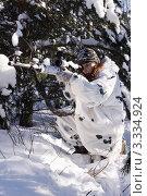 Купить «Девушка снайпер в зимнем камуфляже с винтовкой СВД», фото № 3334924, снято 29 января 2012 г. (c) Дмитрий Черевко / Фотобанк Лори