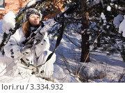 Купить «Девушка снайпер в зимнем камуфляже с винтовкой СВД», фото № 3334932, снято 29 января 2012 г. (c) Дмитрий Черевко / Фотобанк Лори