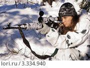 Купить «Девушка снайпер в зимнем камуфляже с винтовкой СВД», фото № 3334940, снято 29 января 2012 г. (c) Дмитрий Черевко / Фотобанк Лори