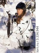 Купить «Девушка снайпер в зимнем камуфляже с винтовкой СВД», фото № 3334944, снято 29 января 2012 г. (c) Дмитрий Черевко / Фотобанк Лори