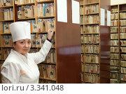 Купить «Медсестра в регистратуре в  поиске медицинской карты», фото № 3341048, снято 5 декабря 2011 г. (c) Яков Филимонов / Фотобанк Лори