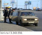 Купить «Посадка пассажиров в частное такси на Щелковском шоссе. Москва», эксклюзивное фото № 3343556, снято 9 марта 2012 г. (c) lana1501 / Фотобанк Лори