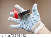 Изолента в руке. Стоковое фото, фотограф Александр Романов / Фотобанк Лори