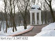 Купить «Беседка в парке», фото № 3347632, снято 25 января 2010 г. (c) Михаил Ястребов / Фотобанк Лори