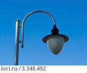 Уличный фонарь на фоне неба. Стоковое фото, фотограф Андрей Артемьев / Фотобанк Лори