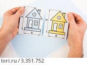 Купить «Выбор чертежа дома», фото № 3351752, снято 15 октября 2010 г. (c) Олег Жуков / Фотобанк Лори