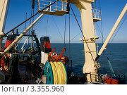 Рыболовный трейлер в океане. Стоковое фото, фотограф Игорь Чайковский / Фотобанк Лори