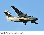 Купить «L-410 (Л-410) заходит на посадку», эксклюзивное фото № 3358792, снято 28 июля 2011 г. (c) Alexei Tavix / Фотобанк Лори