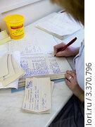 Купить «Биохимическая лаборатория. Заполнение талонов», фото № 3370796, снято 9 февраля 2012 г. (c) Ольга Денисова / Фотобанк Лори