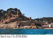 Купить «Скалы у берега моря, Tossa de Mar, Испания», фото № 3374892, снято 10 апреля 2011 г. (c) Яков Филимонов / Фотобанк Лори