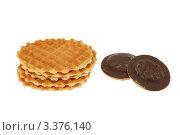 Купить «Печенье на белом фоне», фото № 3376140, снято 19 августа 2018 г. (c) Абышев А.А. / Фотобанк Лори