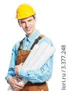 Купить «Мужчина  в  рабочем  комбинезоне и желтой защитной  каске чертежами в  руках», фото № 3377248, снято 14 марта 2012 г. (c) Дмитрий Калиновский / Фотобанк Лори