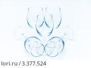 Симметричная композиция из стоящих и лежащих винных бокалов. Стоковое фото, фотограф Михайлов Виталий / Фотобанк Лори