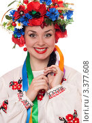 Купить «Красивая девушка в традиционном украинском костюме», фото № 3377608, снято 14 августа 2018 г. (c) Сергей Сухоруков / Фотобанк Лори
