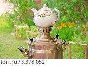 Купить «Самовар с заварочным чайником», эксклюзивное фото № 3378052, снято 23 января 2020 г. (c) Алёшина Оксана / Фотобанк Лори