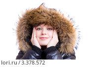 Девушка в куртке с меховым капюшоном на белом фоне. Стоковое фото, фотограф Станислав Мамонов / Фотобанк Лори