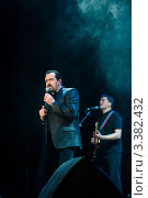 Купить «Певец Владимир Ждамиров на сцене.Группа Бутырка», фото № 3382432, снято 24 марта 2012 г. (c) Игорь Низов / Фотобанк Лори