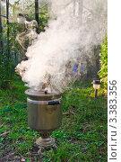 Купить «Растопка самовара на дровах», фото № 3383356, снято 16 июня 2019 г. (c) Алёшина Оксана / Фотобанк Лори