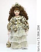 Кукла керамическая на белом фоне (2012 год). Редакционное фото, фотограф Вячеслав Зяблов / Фотобанк Лори
