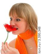 Девушка дурачится и кусает цветок. Стоковое фото, фотограф Алла Ушакова / Фотобанк Лори