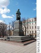 Купить «Памятник  Н.В. Гоголю на Гоголевском бульваре. Москва», эксклюзивное фото № 3392248, снято 16 апреля 2010 г. (c) lana1501 / Фотобанк Лори