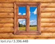 Деревянное окно в стене сруба. Стоковое фото, фотограф Наталья Громова / Фотобанк Лори
