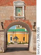 Купить «Троицкие ворота Зарайского кремля», фото № 3396956, снято 23 мая 2010 г. (c) Зобков Георгий / Фотобанк Лори