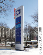 Купить «Информационная стела АЗС ТНК», фото № 3413388, снято 4 апреля 2012 г. (c) Андрей Ерофеев / Фотобанк Лори