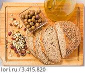 Хлеб, оливки и оливковое масло. Стоковое фото, фотограф valentina vasilieva / Фотобанк Лори