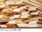 Купить «Набор древесных пиломатериалов для строительства», фото № 3418196, снято 5 апреля 2012 г. (c) Дмитрий Калиновский / Фотобанк Лори