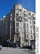 Купить «Улица Арбат, 35/1(Кривоарбатский переулок, 1/35). Бывший доходный дом А. Т. Филатовой — Я. М. Филатова («Дом с рыцарями»). Москва», эксклюзивное фото № 3420880, снято 4 апреля 2012 г. (c) lana1501 / Фотобанк Лори